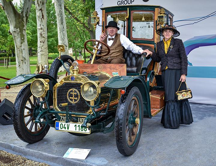 fbc1537444 A legmesszebbről érkezett a legidősebb autó, a hölgy látogatók merőben más  modellt találtak a legszebbnek, mint a férfiak, a fődíjat pedig egy 112  éves ...