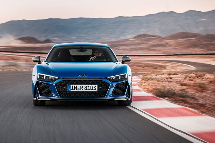 """9fe9dbfd23 """"A pályán született, az utakra épült."""" - A sorozatgyártású modell megújult  változata most debütál a 2018-as Párizsi Autószalonon bemutatkozó R8 LMS  GT3 ..."""