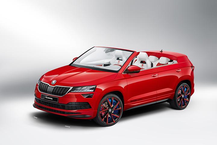 c77066b98e ... KAROQ kompakt szabadidő autó (SUV) nyitható tetős változatán, amelynek  külseje bíbor-vörös, üléseinek borítása pedig fehér és vörös színű eredeti  bőr.